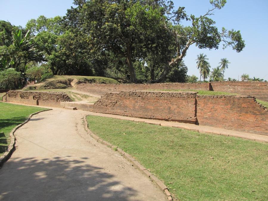Khana-Mihir_Mound_-_Berachampa_2012-02-24_2347