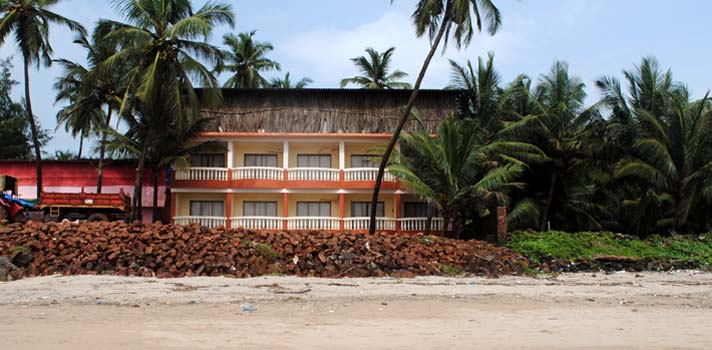 Kinara Beach House, offers best Beach Views at Velneshwar