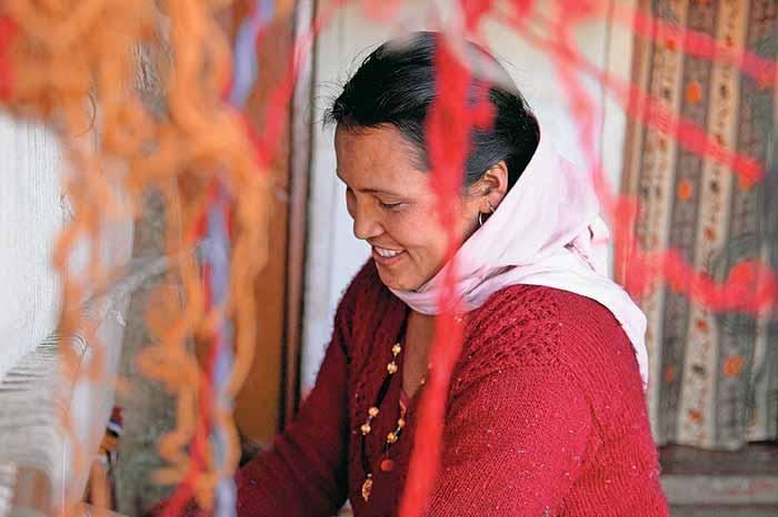 Women from Matti Foundation busy on the Handloom