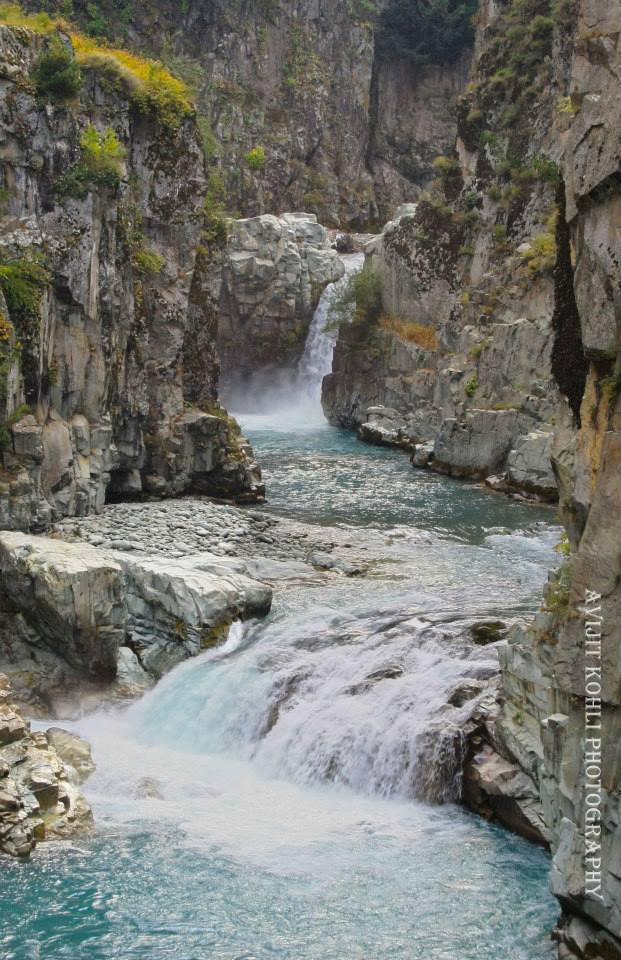 Aharbal Waterfall by Avijit Kohli