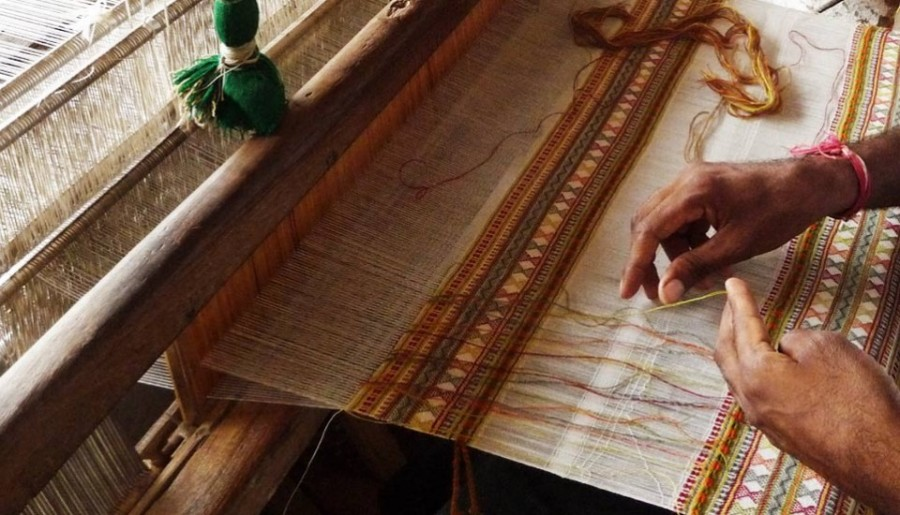 bhujodi-weaving-kutch-gujarat-960x550