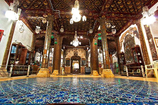 Hall-of-Mirrors-at-the-Aina-Mahal