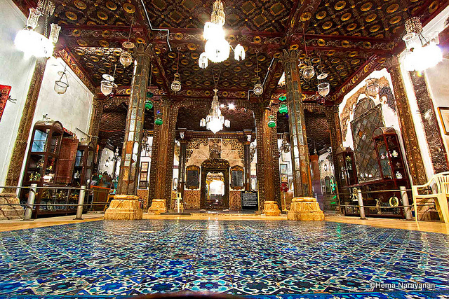 Hall-of-Mirrors-at-the-Aina-Mahal