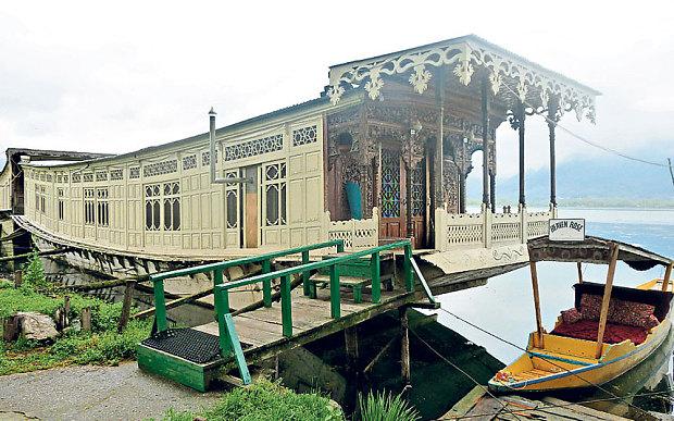 Butts Clermont Houseboat, Dal Lake Kashmir