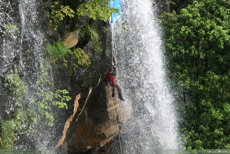 Rappelling-Abseiling-at-Kondhana-Caves