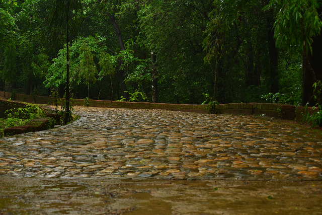 Pathway to Mahadev Temple, Tambdi Surla