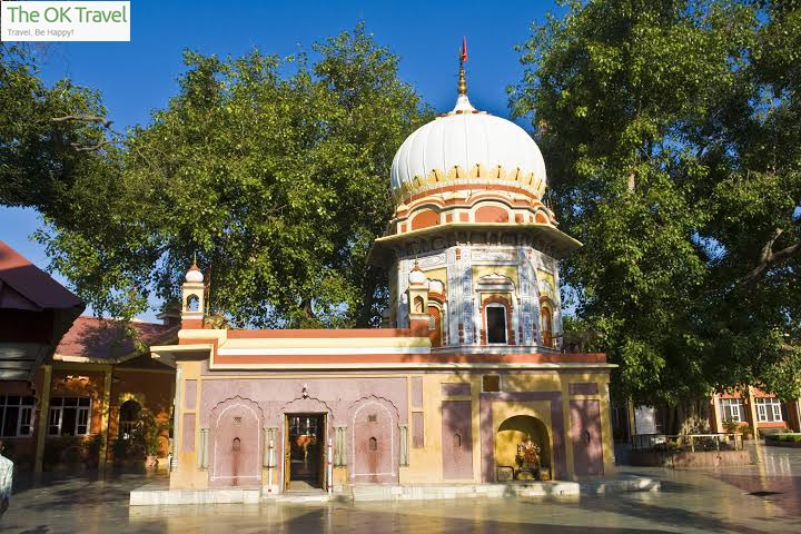 The beautiful Trilokpur Temple from outside