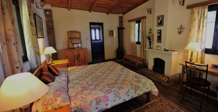Deluxe Room at Bob's Place, Nathuakhan