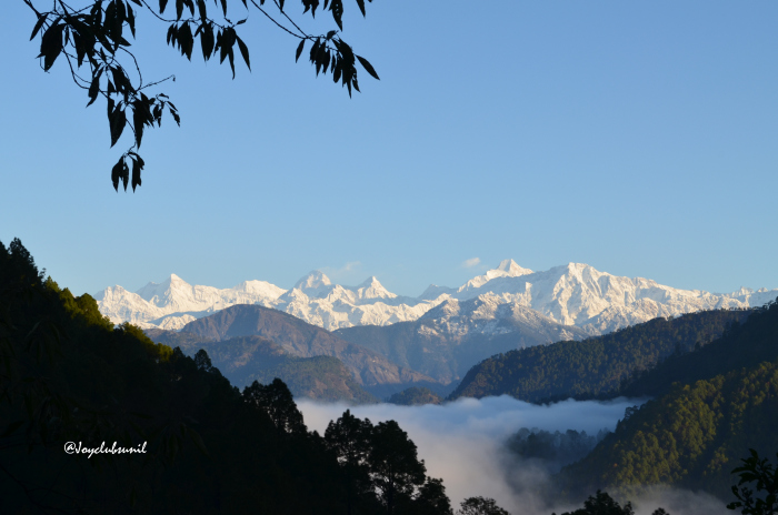 Beautiful views of Himalayan Range as seen from the Thal-Didihat-Askot road. Image Copyright @joyclubsunil.wordpress