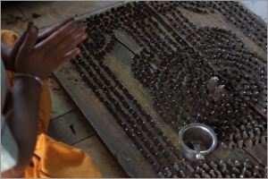 Priest making 15,000 Shiva Lingams Image @ Nevil Zaveri, Flickr