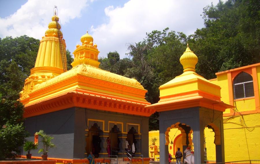 Baneshwar Temple, Nasarapur Near Pune Image @ commons.wikimedia.org