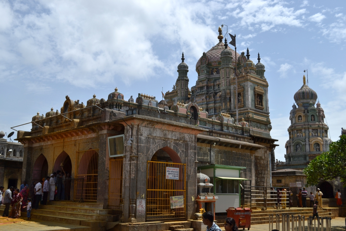 Jejuri Temple Near Pune Image Credit on the Image