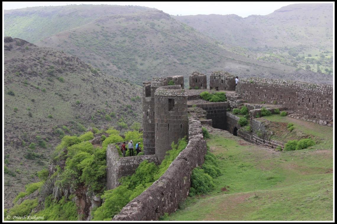 Malhargadh Fort, Pune