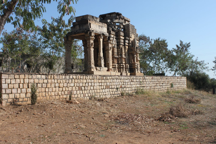 The temple faces west, instead of east which all main Sun temples are oriented towards.