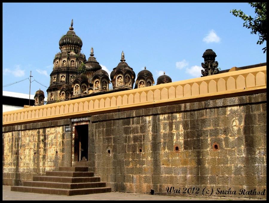 Ancient Visweshwara Temple, Wai Image @sneha-rathod